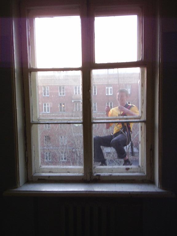 Максим Афонин. Вид из окна общежития.
