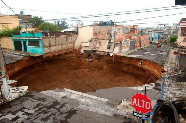 Дыра в Гватемале 2010